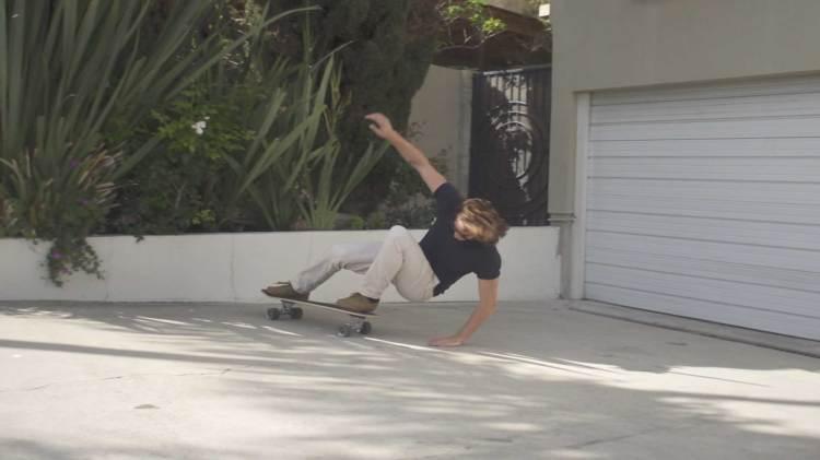 Luke-Bracey-carver-skate